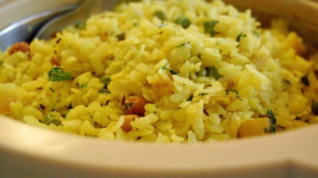 Gujarati Style Aloo Poha Recipe: Making The Best Of Flavours!