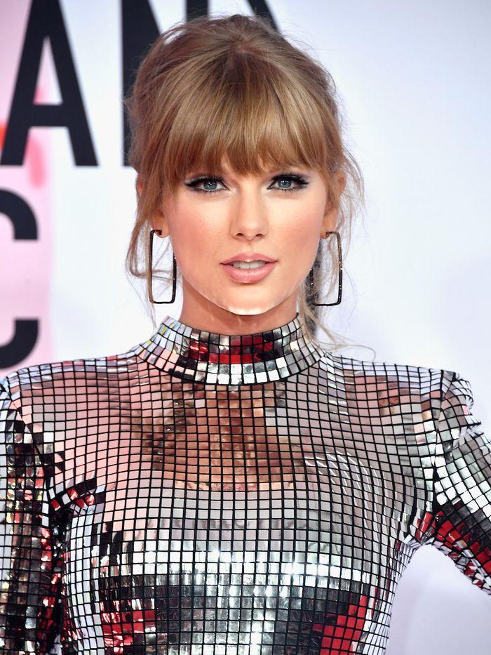 Taylor Swift Folklore is out