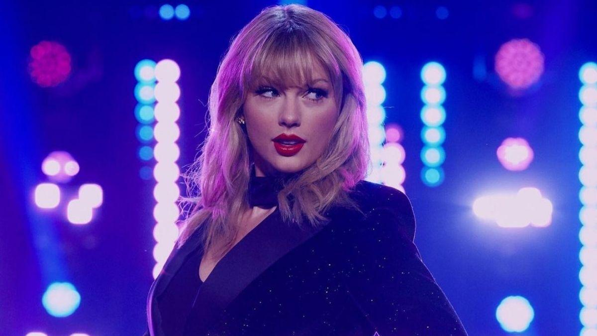 taylor Swift red cover pic